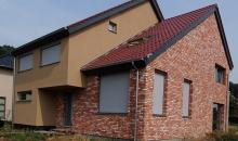 Gele crepi gecombineerd met rode facadesteen