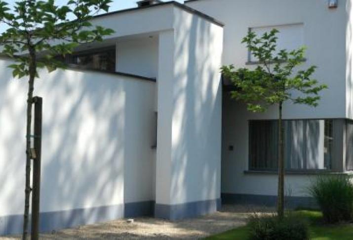 Bepleister van een moderne villa - Moderne maison - crepi blanc