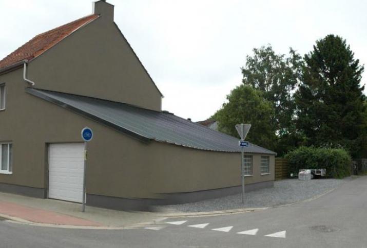 Oude woning opgefrist via bepleistering - Oude huis gevel ...